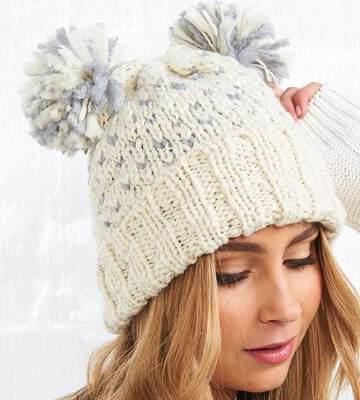 Модные вязанные шапки осень-зима 2019-2020 для женщин 19