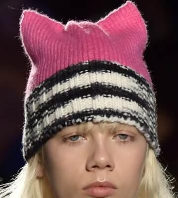 Модные вязанные шапки осень-зима 2019-2020 для женщин 30