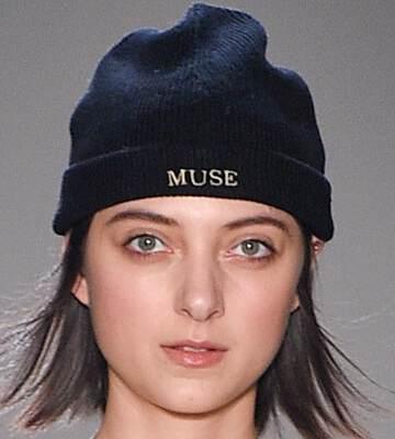 Модные вязанные шапки осень-зима 2019-2020 для женщин 35