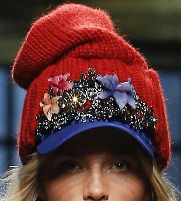 Модные вязанные шапки осень-зима 2019-2020 для женщин 36