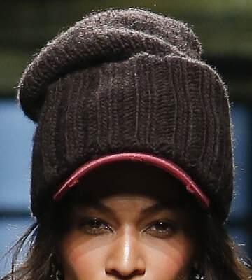 Модные вязанные шапки осень-зима 2019-2020 для женщин 37