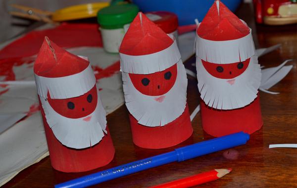 Поделка из цветной бумаги Дед Мороз