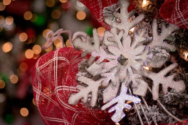 Объемные снежинки из бумаги на Новый год своими руками