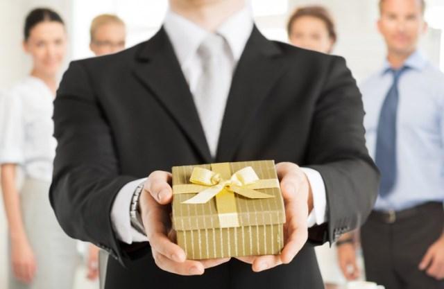 Подарки коллегам на Новый 2019 год: недорогие