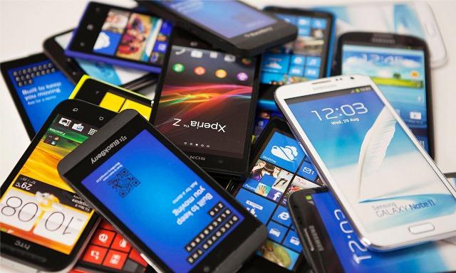 Желтое пятно на экране смартфона: что делать, как убрать